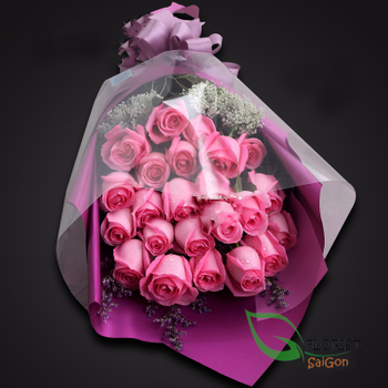 Pink roses bouquet with love flowers