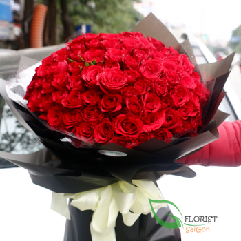 99 red roses bouquet in Saigon