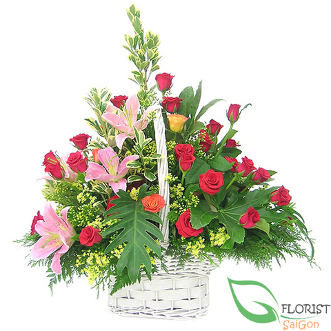 Red roses and pink lilies arrangement