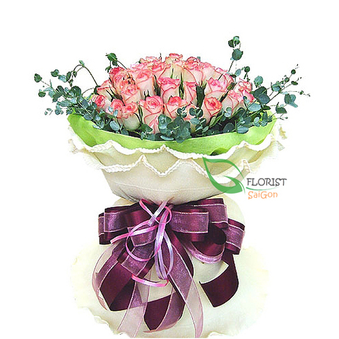 Bouquet of roses free delivery in District 1