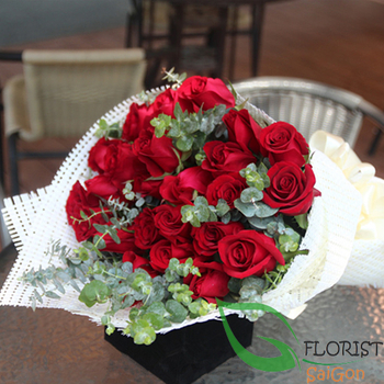 Birthday flowers free delivery in SG