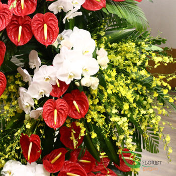 Congratulation flowers free delivery in HCM
