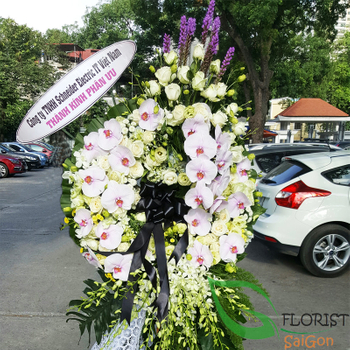 Free delivery sympathy flowers in SG