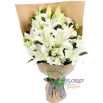 Bouquet of white lilies and white lisianthus
