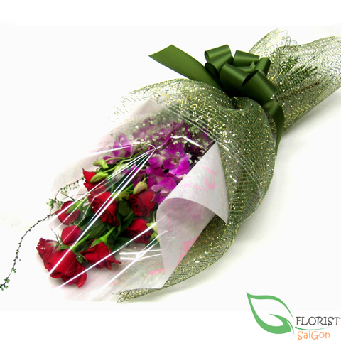 Bouquet of roses and dendrobium orchids
