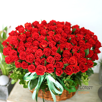Send 100 red roses to Saigon