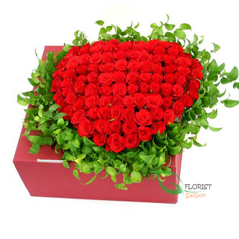 Heart shaped red roses box