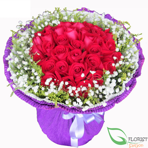 Bouquet of red roses and baby's breath