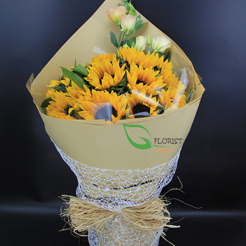Sunflower bouquet arrangement with lisianthus