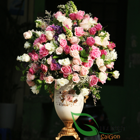 Luxurious roses vase in Saigon