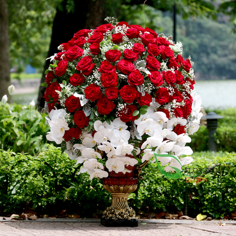 VIP flowers with red roses in Saigon