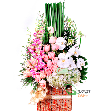 Flowers basket delivery free to District 5