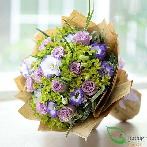 Lovely purple rose bouquet