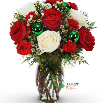 A Christmas vase with roses