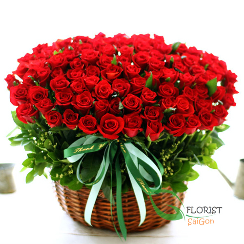 ​100 red roses for Christmas Saigon delivery