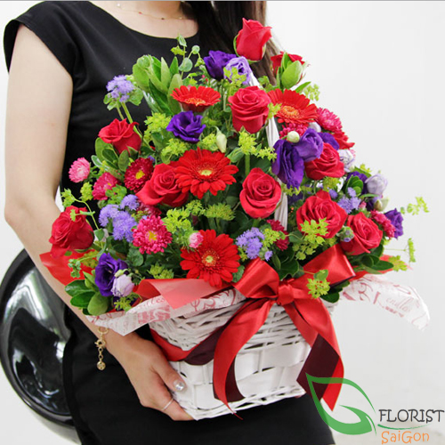 Send flower basket for girlfriend Saigon
