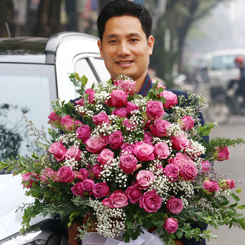 Purple rose flower arrangement online in Saigon