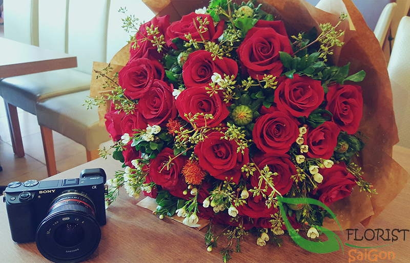Red roses bouquet to HCM city