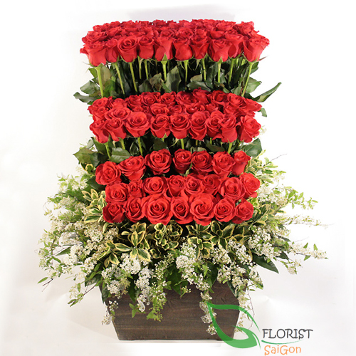 Roses basket for sending to Saigon florist